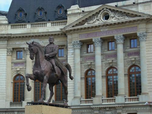 Carol I, calul, p..a buclucaşă a calului, şi ferestrele de la care o privea doamna