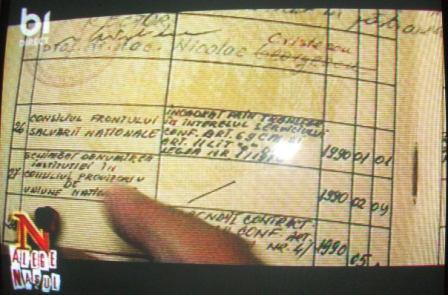 Cartea de muncă a lui Adrian Năstase în care se vede că a fost angajat de Consiliul Frontului Salvării Naţionale chiar pe 1 ianuarie 1990