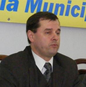 Ptere Drăgoescu, şef cu securitatea în mină. este tot în campanie electorală
