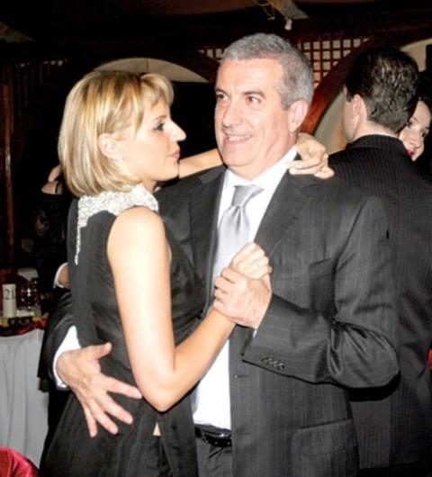 Tăriceanu spune că dansează în continuare în familie, cu Ioana
