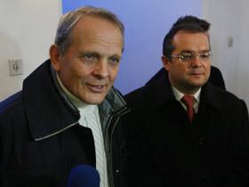 Marele maestru Traian Băsescu a făcut rocada mică, Stolojan-Boc, şi a dat mat