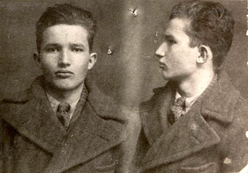 1939, Faţă şi profil la intrarea la Jilava