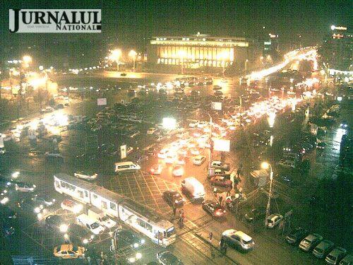 Ce frumos arăta Piaţa Victoriei noaptea! Puteai vedea live forfota oraşului, stând într-un fotoliu şi de oriunde din lume. Dar şi-a băgat neuronul un...