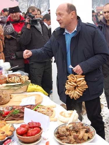 Basescu la Pomana porcului Balvanyos 2009_72